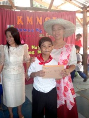 Receiving Prize (4)